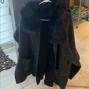 STEVE MADDEN shawl/poncho with faux fur collar